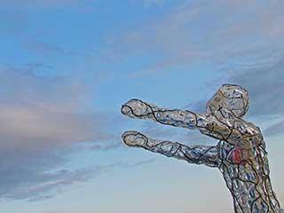 Светящаяся скульптура человека