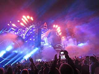 Вид с танцпола на Main Stage